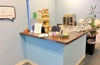 Chiropractic-Carpentersville-IL-Front-Desk.jpg